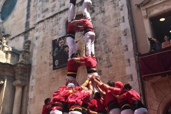 torre-de-8-amb-folre-dels-nens-del-vendrell-a-la-diada-de-santa-anna-5b5a15aa2bff6